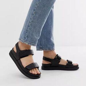 Vegabond Erin black leather chunky sports sandals